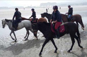 Ecurie les Grainvilleries : randonnée à cheval sur la plage en Normandie